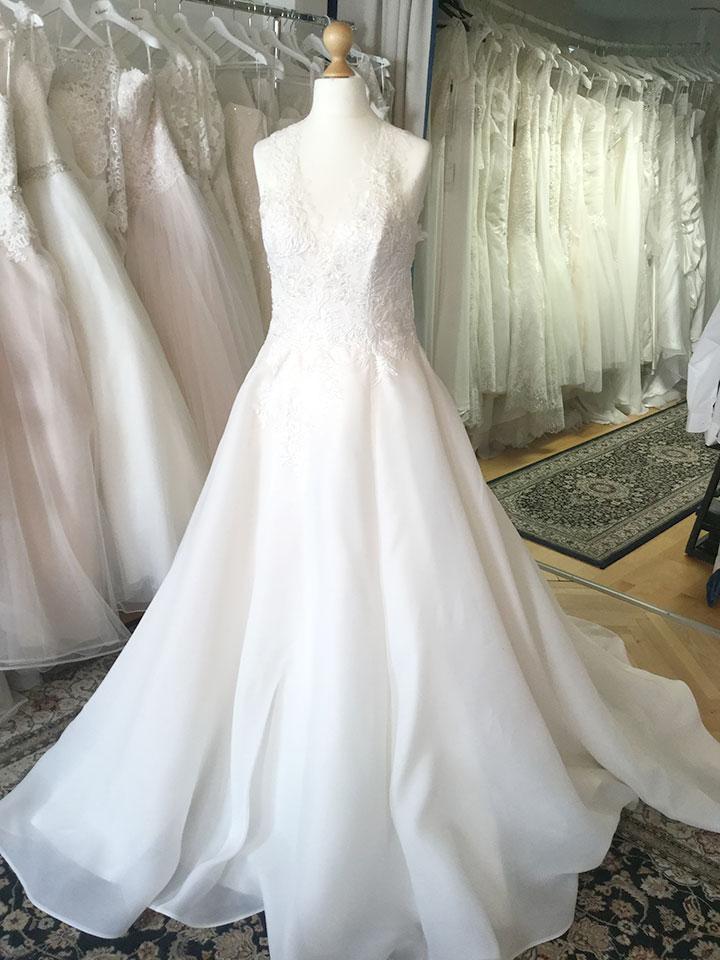 20% Rabatt auf unsere Designer-Brautkleider aus der Ausstellung